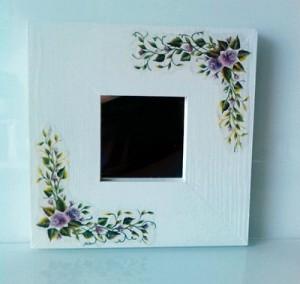 Lustro kwadratowe rama biała kwiatowa