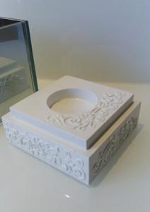 Świecznik 3 D biały relief