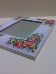 Lustro rama róże biała
